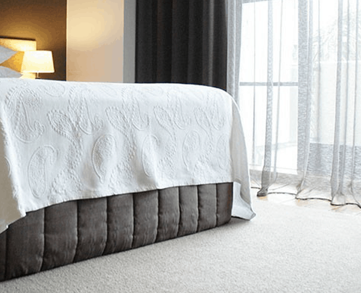 Heritage hotel in Auckland room design with large bed
